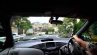 Fahren in einer Wohnstraße