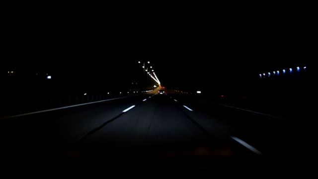 Köra bil på higway nattetid
