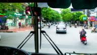 Fahren auf der Straße mit dem verstopfen Verkehr in Ha Noi, Vietnam, Zeitraffer