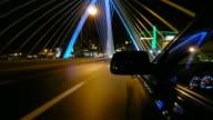 Fahren Sie über die Zakim Brücke in Boston, Massachusetts