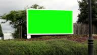 Fahren Sie vorbei an einer Werbung Plakat-Grüner Bildschirm