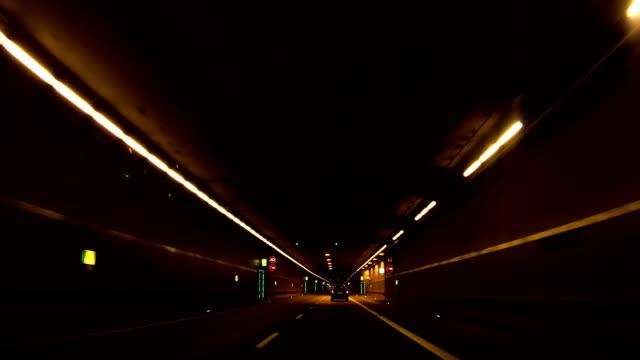 Fahren Sie durch die City Road Tunnel