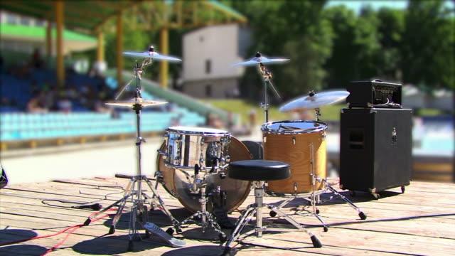 Trommeln auf der Bühne