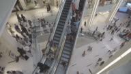 Dubai_mall_open_shopping_escalator_open_levels