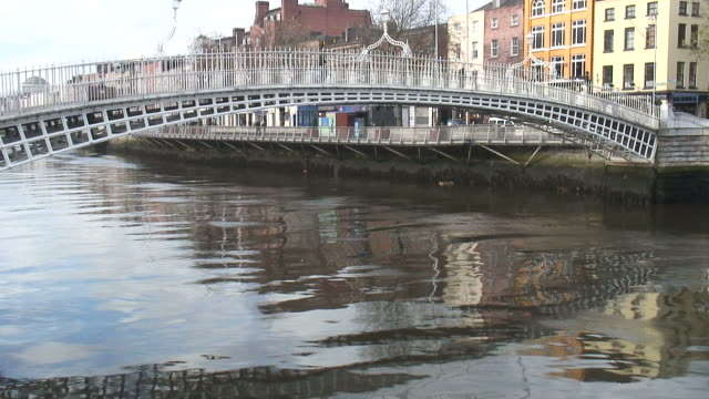(HD1080i) Dublin, Ireland: People Crossing the Ha'penny Bridge -Time Lapse-