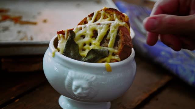 Essen hausgemachte französische Zwiebelsuppe