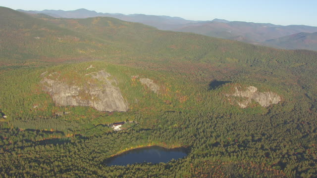 WS AERIAL POV Echo Lake State Park with mountains / Carroll County, New Hampshire, United States