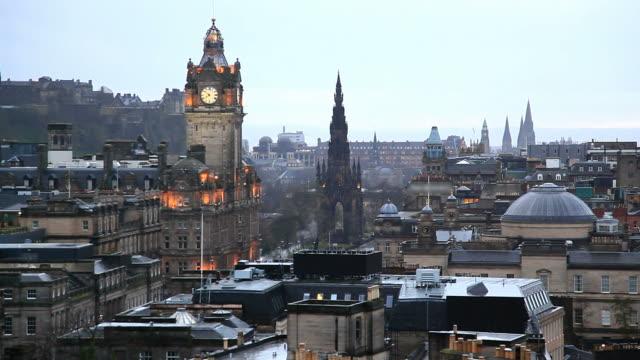 Edinburgh Stadt in der Abenddämmerung