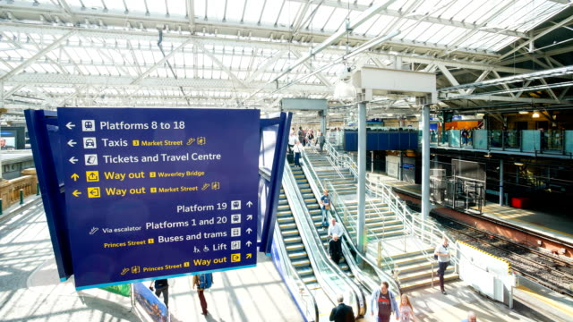 Edinburgh Waverley train station, Schottland, UK Zeitraffer