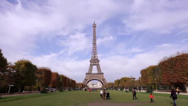 Eiffel tower at Autumn