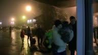 El aeropuerto ucraniano de Simferopol en Crimea una region en la que las tensiones aumentan continuaba abierto este viernes de madrugada mientras...