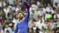 El Barcelona gano 32 al Real Madrid el domingo en el Santiago Bernabeu con un doblete de Leo Messi en el clasico de la Liga espanola colocandose...