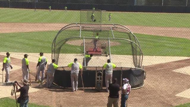 El beisbol es el deporte favorito de los venezolanos pero un subsidio de casi 10 millones de dolares del gobierno dividio a la poblacion que enfrenta...