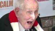 El britanico Ronnie Biggs quien se hizo famoso gracias al robo del siglo XX murio este miercoles en Londres a los 84 anos Biggs paso 36 anos fugitivo...