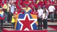 El chavista Nicolas Maduro inscribio este lunes su candidatura para las elecciones del 14 de abril en las que enfrentara al opositor Henrique...