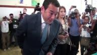 El comediante convertido en politico Jimmy Morales se enfrentara con el abogado derechista Manuel Baldizon o la exprimera dama Sandra Torre en la...