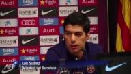 El delantero uruguayo Luis Suarez sancionado en partidos oficiales hasta octubre por morder a un rival reconocio este martes haber consultado a...