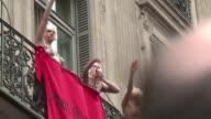 El discurso de Marine Le Pen presidenta del partido de ultraderecha frances Frente Nacional se vio interrumpido por la llegada sorpresiva de su padre...