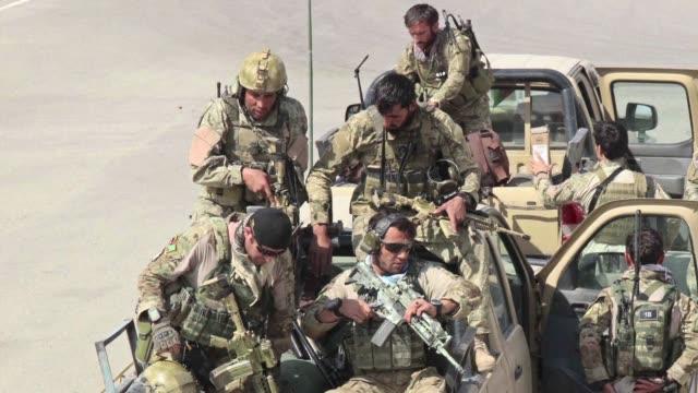 El ejercito afgano lanzo el martes con el apoyo aereo estadounidense una contraofensiva para recuperar Kunduz la estrategica ciudad del norte de...