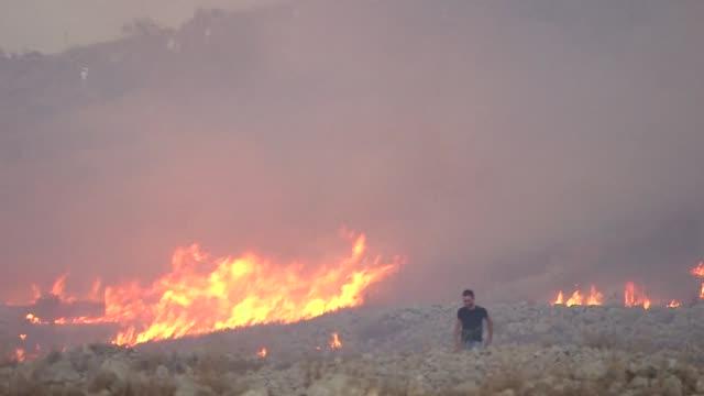 El ejercito israeli hirio a unos 10 palestinos durante una operacion en Cisjordania durante un operativo militar para hallar a los asesinos de un...