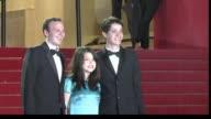 El elenco de Heli la ficcion mexicana que aspira a la Palma de Oro en el Festival de cine de Cannes sonrio frente a las camaras en la alfombra roja...