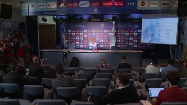 El entrenador de la seleccion argentina de futbol Jorge Sampaoli anuncio el viernes que convoco nuevamente al delantero Sergio Kun Aguero para el...
