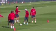 El entrenador del PSG Unay Emery dijo que Edinson Cavani y Neymar seran los encargados de patear los penales pero que le comunicara a los jugadores...