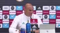 El entrenador del Real Madrid Zinedine Zidane se tomo con humor la mala suerte de su equipo en los primeros partidos de la Liga en la que se...