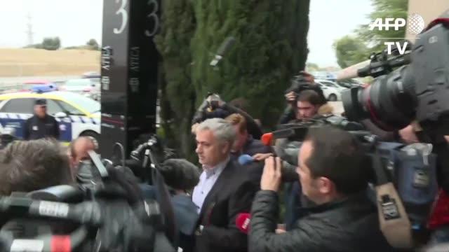 El entrenador portugues Jose Mourinho al frente del Real Madrid entre 2010 y 2013 comparecio el viernes ante un tribunal espanol para responder sobre...