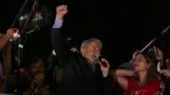 El expresidente Luiz Inacio Lula da Silva volvio a defender su inocencia en la noche del miercoles tras prestar nuevamente declaracion en Curitiba en...