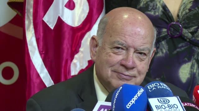 El exsecretario general de la Organizacion de Estados Americanos Jose Miguel Insulza presento el miercoles su renuncia como agente chileno ante la...