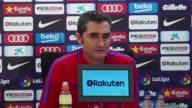 El extremo frances del Barcelona Ousmane Dembele que se lesiono el sabado en la victoria 21 ante el Getafe sera operado el martes en Helsinki de su...
