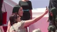 El Festival de Cannes prohibe en su edicion de 2015 las selfis en la alfombra roja por provocar una tremenda desorganizacion