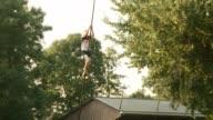 El Fierljeppen un deporte hibrido entre el salto con pertiga y el salto de longitud es emblematico de la provincia holandesa de Frisia