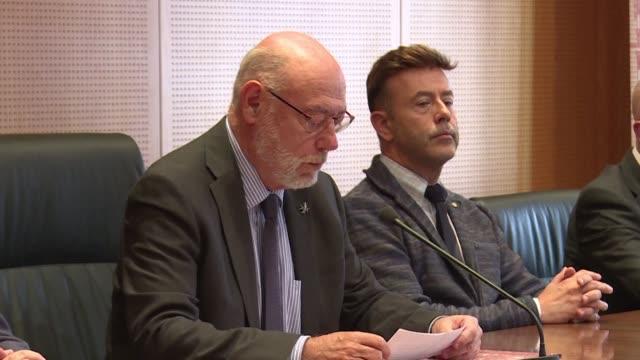 El fiscal general del Estado anuncio el lunes una querella por rebelion y sedicion entre otros delitos contra los miembros del gobierno catalan...