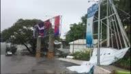 El huracan Max toco tierra el jueves en el estado mexicano de Guerrero al sur del pais donde la poblacion tomo precauciones previo al arribo del...