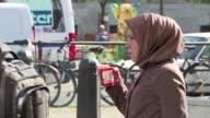 El ministro aleman del Interior pidio este viernes una prohibicion parcial del burka velo musulman para mujeres en un momento en que la integracion...