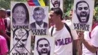 El oficialismo denuncio el lunes penalmente a un grupo de diputados acusandolos de traicion a la patria por supuestamente promover una intervencion...