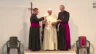 El papa Francisco conmemoro el sabado las vidas jovenes que han destruido los sicarios de la droga durante un discurso a los religiosos en Medellin...