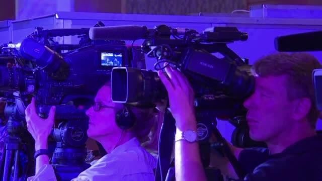El periodista Canadiense Mohamed Fahmy de AlJazeera demando este lunes a su empleador de Qatar por $ 100 millones de dolares alegando que el canal...