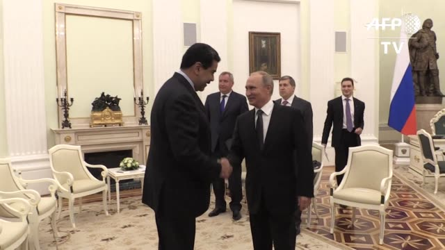 El presidente de Venezuela Nicolas Maduro dio el miercoles las gracias al presidente ruso Vladimir Putin en Moscu por darle apoyo a pesar del...