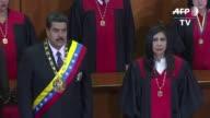 El presidente de Venezuela Nicolas Maduro renovo su compromiso con el dialogo para superar el conflicto con sus adversarios politicos al entregar su...