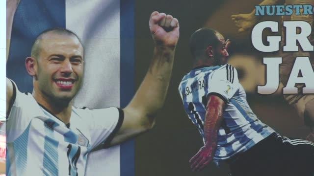 El prodigio de futbol Javier Mascherano fue el orgullo de Argentina en la Copa Mundial del ano pasado y ahora es tambien la esperanza de su pueblo...