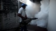 El Salvadors Ministry of Health began a campaign against the Aedes aegypti mosquito Wednesday which included fumigating homes in San Salvador to...