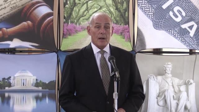 El secretario de Seguridad Interior de Estados Unidos John Kelly durante su visita oficial a Guatemala descarto el miercoles una deportacion masiva...