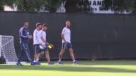 El seleccionado argentino entreno el domingo de cara al partido frente a Bolivia en el que no contara con Ángel Di Maria debido a un edema muscular