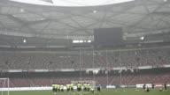 El seleccionador brasileno Dunga aviso este viernes que el contaminado aire de Pekin podria afectar a los jugadores durante el esperado amistoso que...