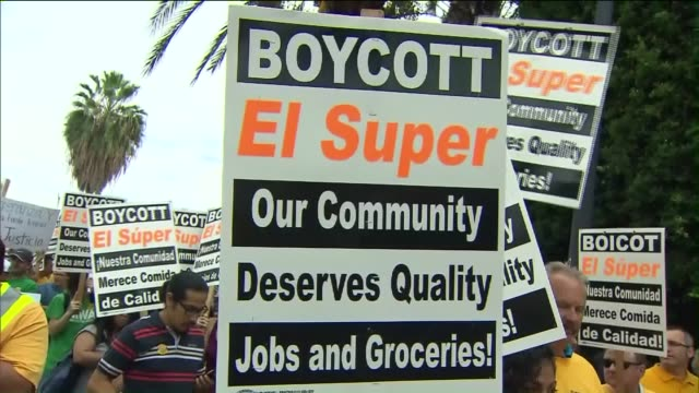 KTLA 'El Super' Grocery Store Protest on October 28 2015 El Grocery Store grocery store workers and supporters protesting