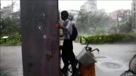 El tifon Soudelor avanza debilitado en direccion a China este sabado despues de dejar al menos cinco muertos y 60 heridos a su paso por Taiwan