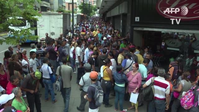 El trueque digital y tradicional se ha convertido en una nueva forma para que los venezolanos reabastezcan sus alacenas en medio de una creciente...